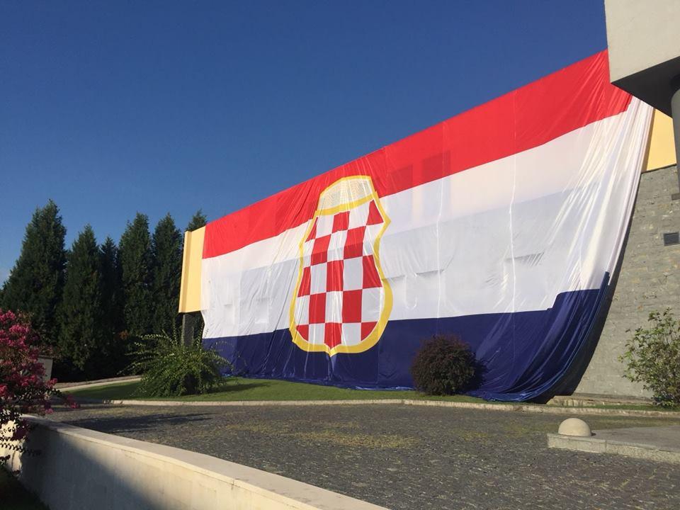 Ogromna Zastava Herceg Bosne U čapljini Vrisakinfo