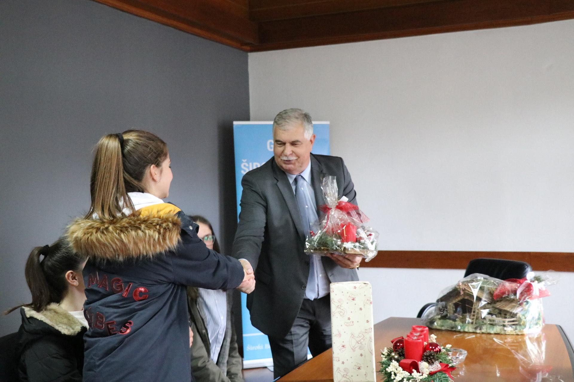 Gradonačelnik Kraljević primio članove ekološke sekcije Prve osnovne škole Široki Brijeg