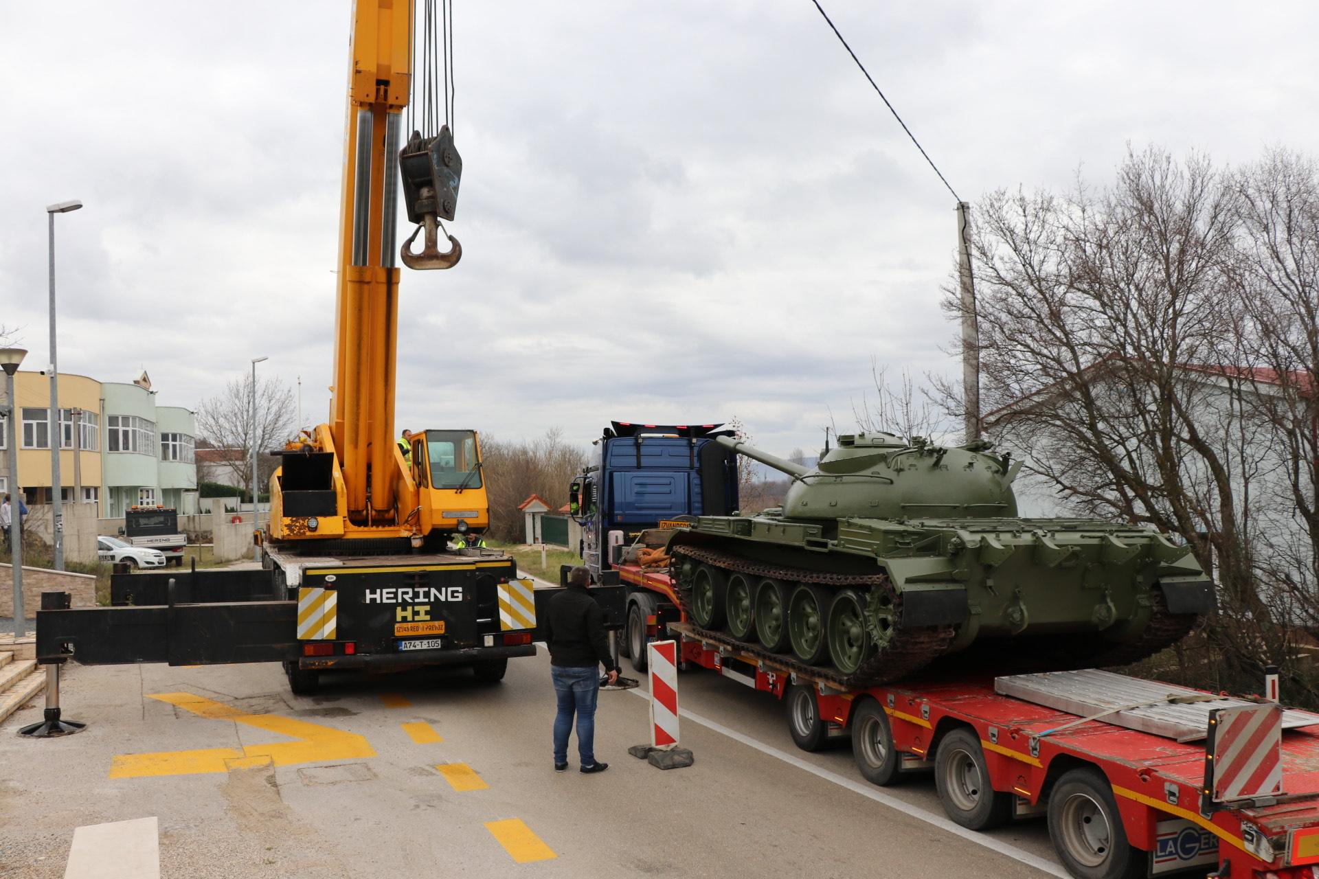 Postavljen tenk na spomen obilježju zaustavljanja tenkova Široki Brijeg – Polog