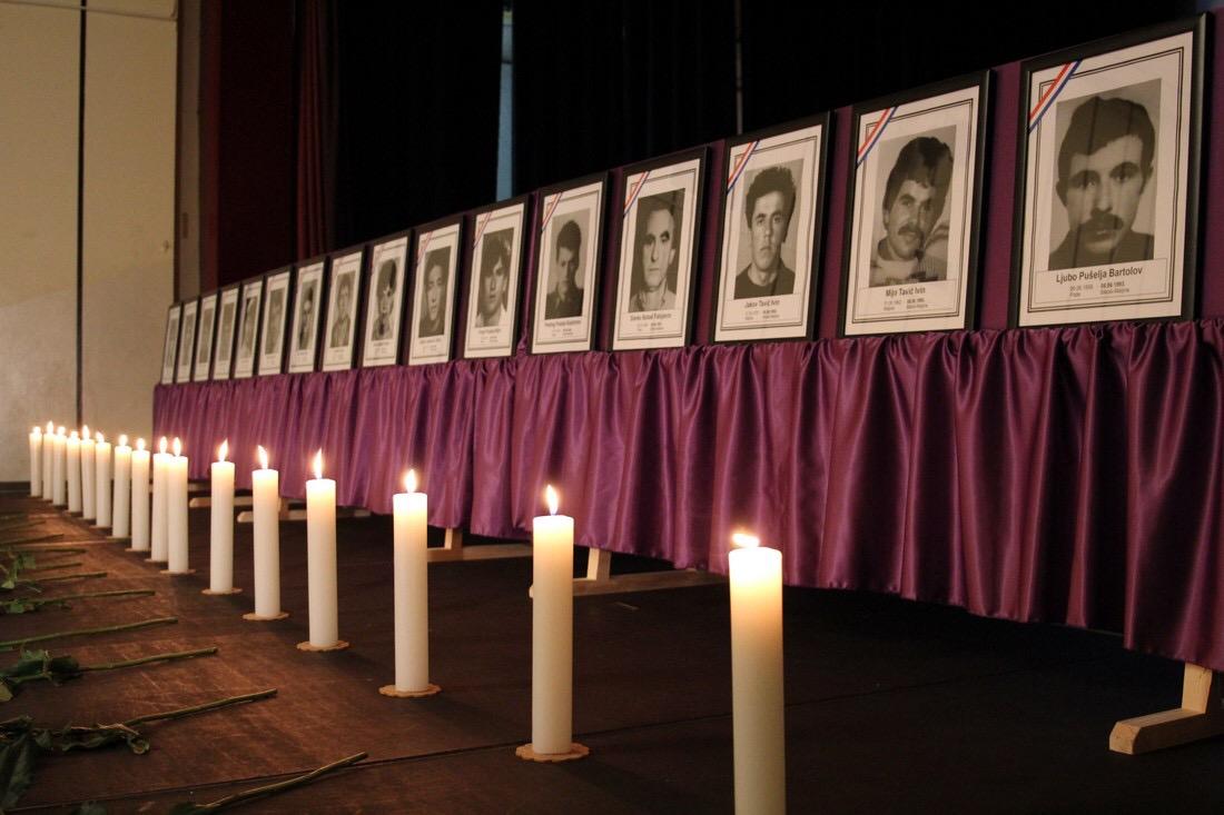 Održana komemoracija za Hrvate ubijene u mjestu Bikoši kod ...