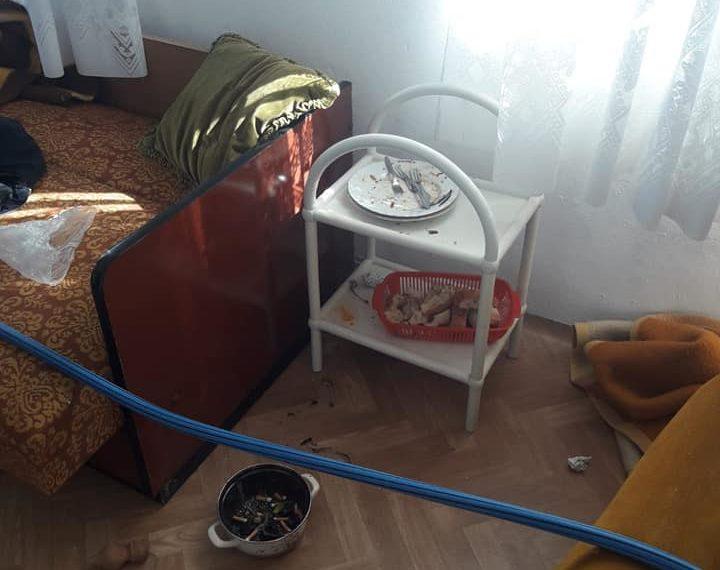 Za sitnu lovu dovodili migrante u napuštene kuće kod Ljubuškog, a oni uništili sve što se uništiti moglo i pobacali križeve!