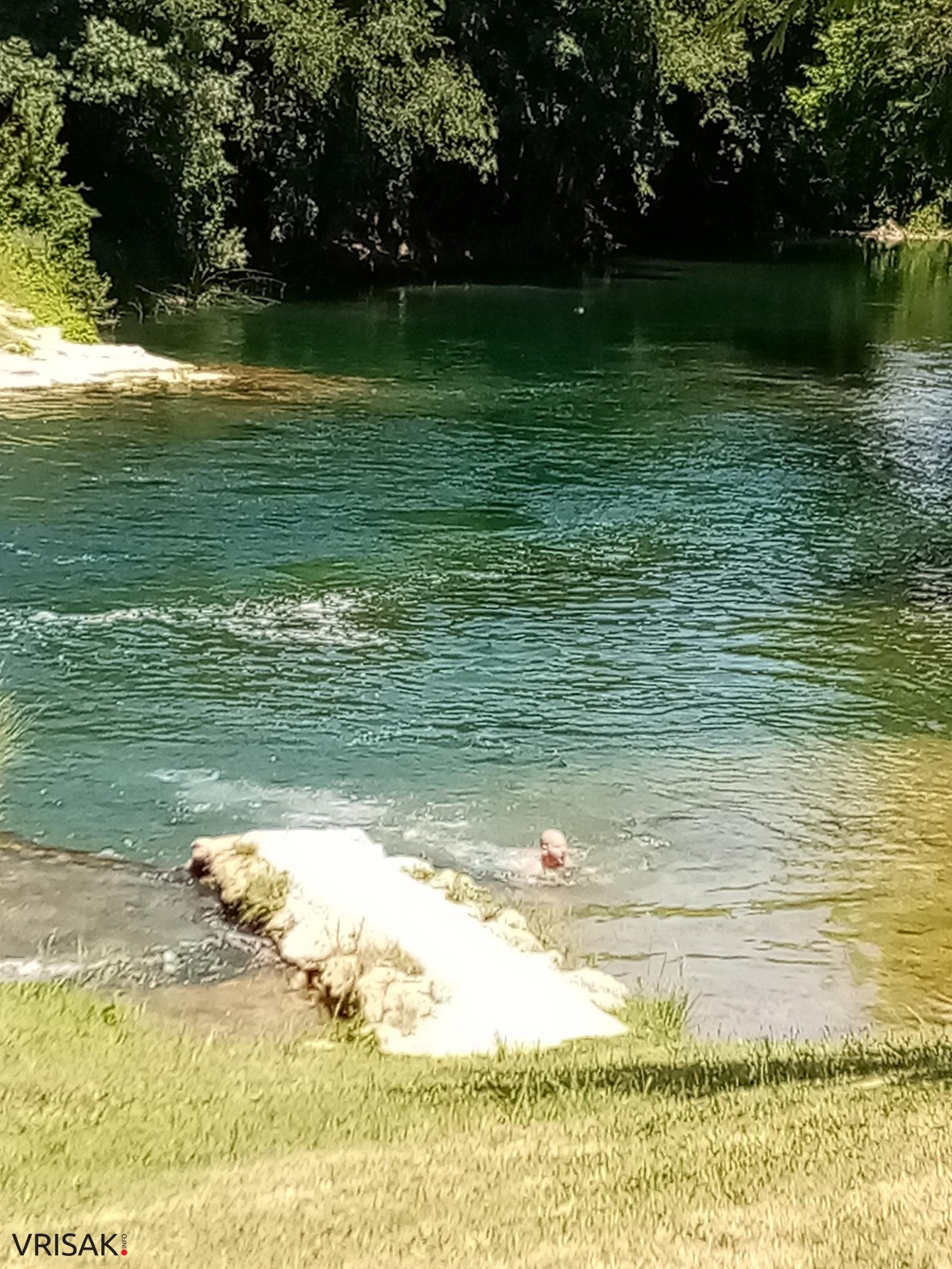 Kupači osvježenje potražili na Čeveljuši kod Ljubuškog (FOTO)